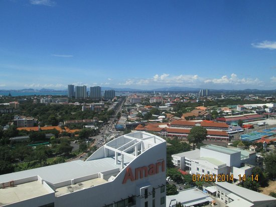 Holiday Inn Pattaya: View looking away from water