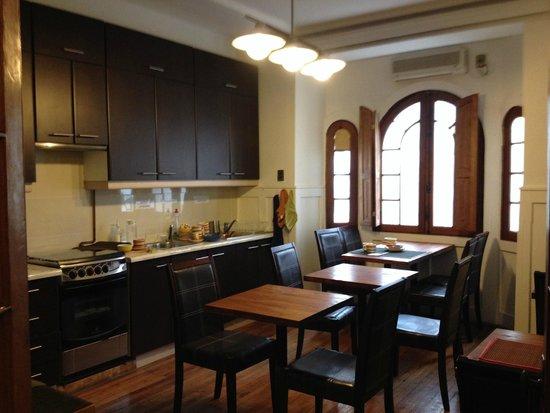 De Blasis Bed & Breakfast: Cozinha para uso dos hóspedes e onde é servido o café da manhã