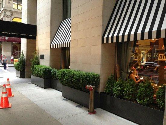El Roger: hotel entrance