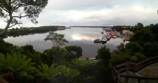 Strahan Village: THE HARBOUR VIEW FROM OUR ROOM