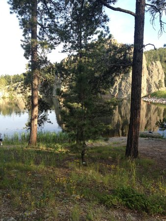 Legion Lake Resort : From the trail