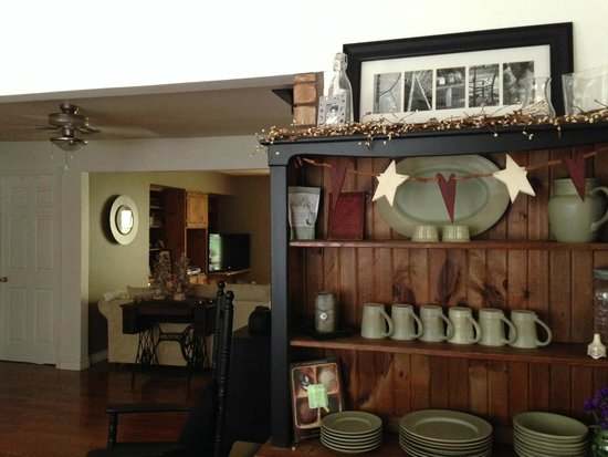 The Purple Frog Bed and Breakfast: Interior