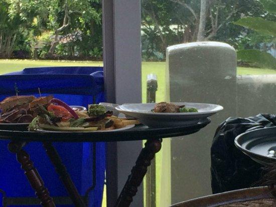 Travaasa Hana, Maui: Fly on the food kept next to thrash bin
