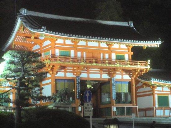 Gion: Jinja at east end of Shijo Dori