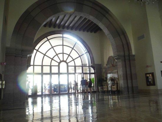 Marriott Cancun Resort: Main Entrance