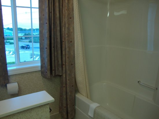 Ogunquit Resort Motel: Nice deep tub