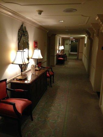 The Michelangelo Hotel: hallway