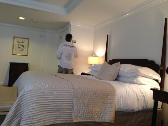The Michelangelo Hotel: bed