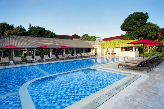 Dewi Sri Hotel: Swimming pool