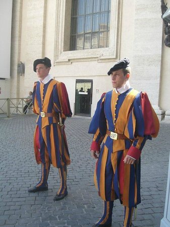 Vatican Guided Tours: The Swiss guards