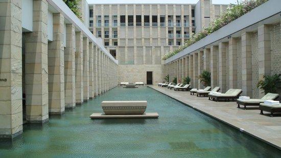 The Lodhi: pool