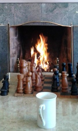 The Ambers Luxury B&B: Chess by the fire