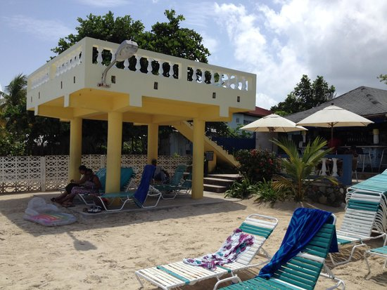 White Sands Negril : The sun deck