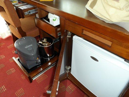 New Miyako Hotel: Fridge and coffee maker.