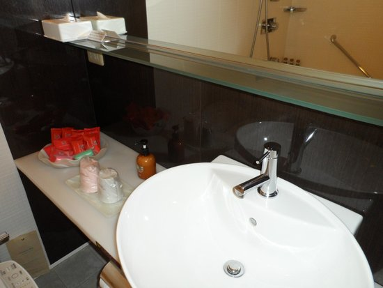 New Miyako Hotel: The sink.