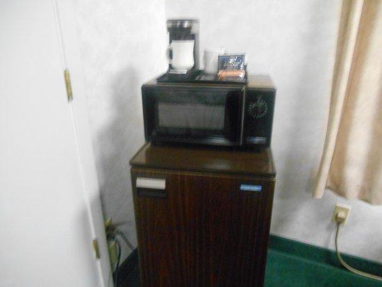 Shilo Inn Hotel & Suites - Beaverton : Out dated appliances