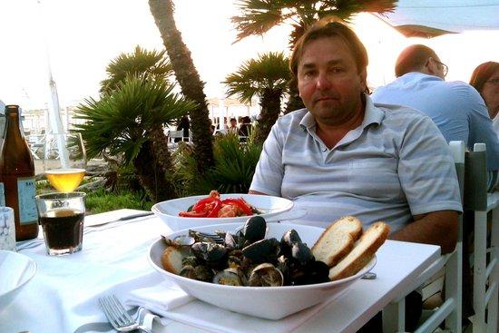 Hotel Storyville: Суп и салат в ресторане GILDA