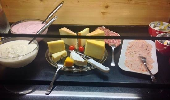 Hotel Alphorn: Sample the cheeses of the region at breakfast.
