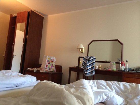 Ronneby Brunn Hotel Spa Resort: Rummen är från 80-talet. Sliter och tråkigt. Badrummen renoverade.