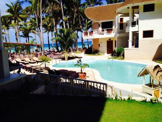 Ambassador in Paradise Resort : BEACH AND POOL