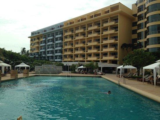 Dusit Thani Pattaya: lower pool