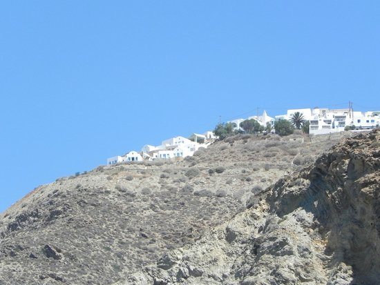 Villa Kalamiotissa: The Villa from the port