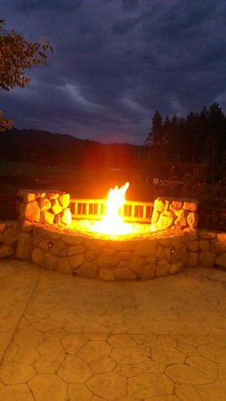 Brooks' Bar & Deck at Edgewood Tahoe: Cozy fire pit at brooks.
