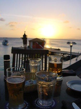 Rum Runners : Schöner Sonnenuntergang bei gutem Essen&Trinken