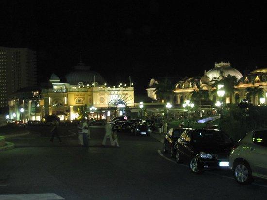 Cafe de Paris Monte-Carlo : Площадь перед кафе