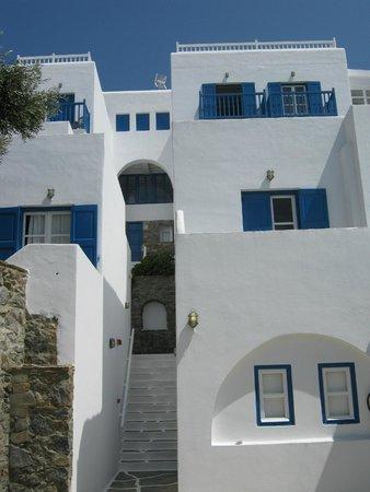 Rochari Hotel: Building exterior