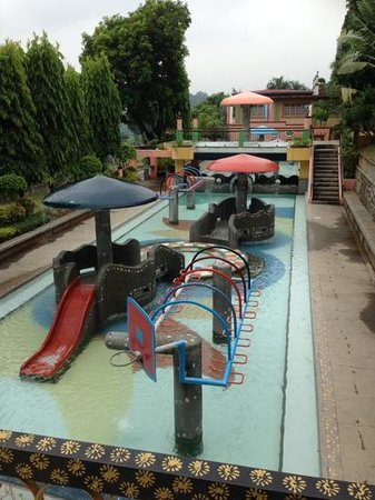Cristina Villas Mountain Hotel & Resort: childrens theme pool