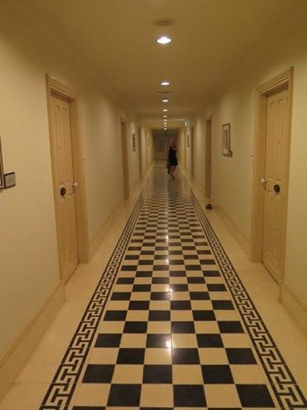 Raffles Grand Hotel d'Angkor: corridor in the hotel