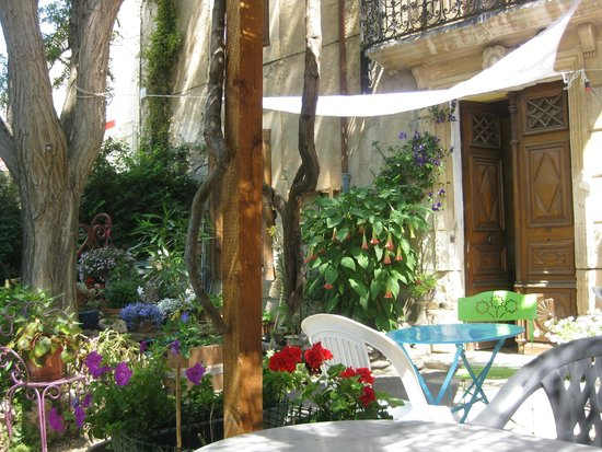 Chez Jeannette: Un joli jardin