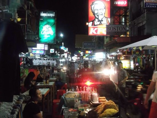 Rikka Inn: Khao San road at night