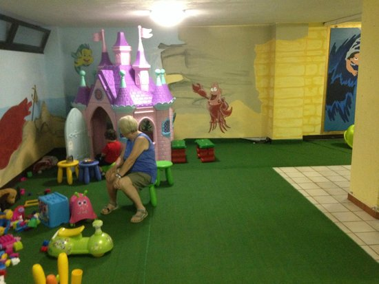 Club Family Hotel Costa dei Pini: Sala giochi al coperto
