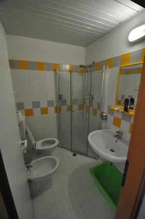 Club Family Hotel Costa dei Pini: Bagno con doccia