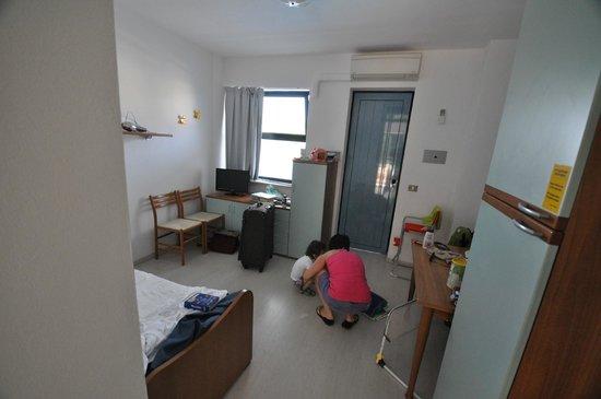 Club Family Hotel Costa dei Pini: L'ingresso-cucina-letto