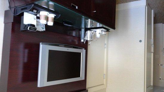 The Westin Bellevue: Minibar & TV
