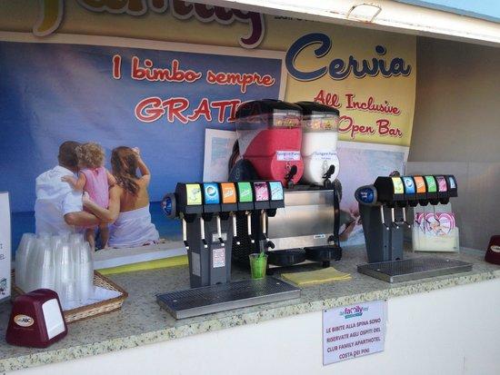 Club Family Hotel Costa dei Pini: Bibite alla spina in spiaggia