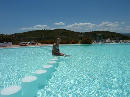 Alessandro Hotel : na basenie
