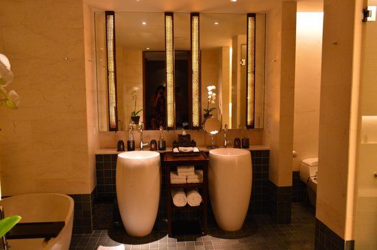 Fairmont Sanur Beach Bali: The bathroom