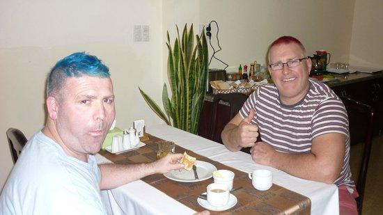 DMZ Hotel: Breakfast