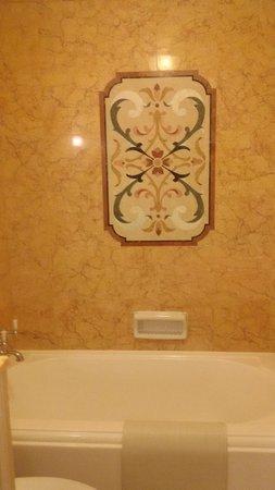 Hong Kong Disneyland Hotel: Bathroom