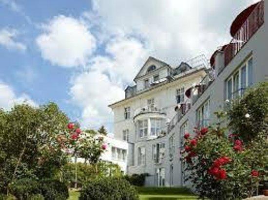 Hotel Villa Hügel: The Villa Hugel from the Garden side