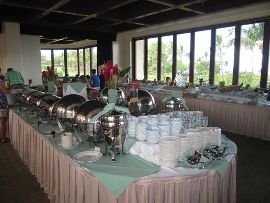 Molokini Bar & Grille: Molokini - hot food buffet lines