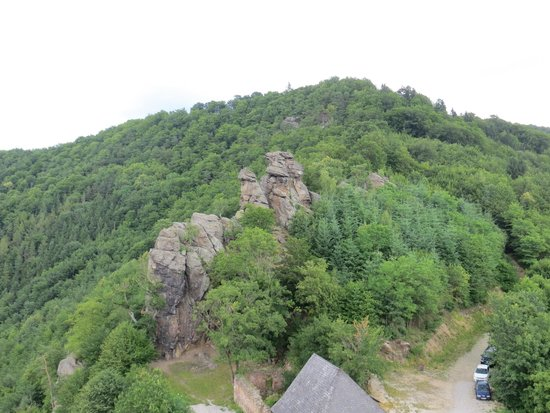 Burgruine Aggstein: The rock outcrops as seen from the castle