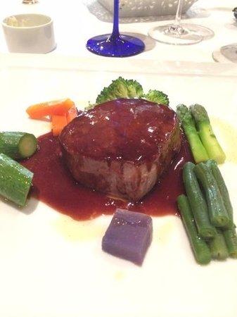 Restaurant Il Desco: filetto dimfassone piemontese e salsa all amarone e verdure