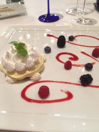 Restaurant Il Desco: meringa chantilly e frutti di bosco