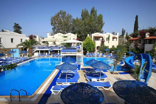 Pool bild fr n summer garden apart hotel bitez for Appart hotel mediterranee
