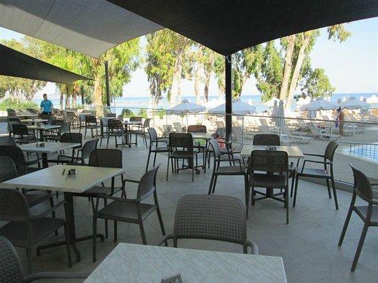 Harmony Bay Hotel: hotel veranda